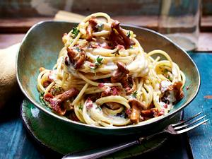 Spaghetti mit Pfifferlingen und Schinkenwürfeln Rezept