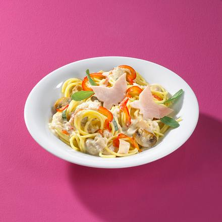 Spaghetti mit Pilz-Salbei-Sahnesoße und geräucherter Putenbrust Rezept