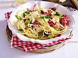 Spaghetti mit Radicchio und Lauchzwiebeln Rezept