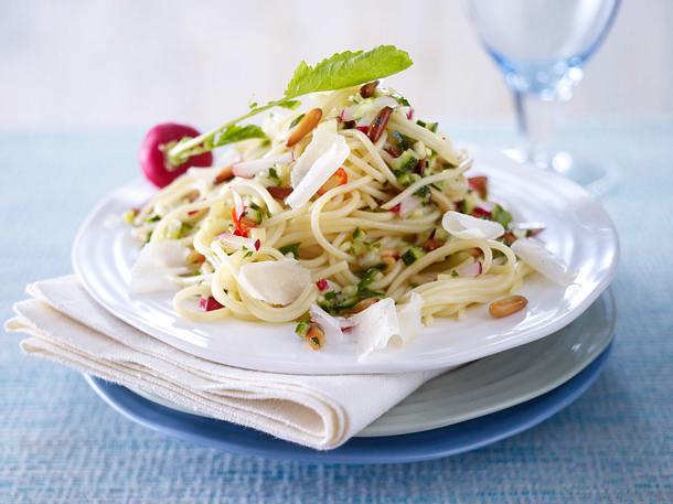 Spaghetti mit Radieschen-Zucchini-Salsa Rezept