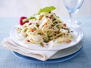 Spaghetti mit Radieschen-Zucchini-Salsa (Trennkost; Kohlenhydrat-Gruppe) Rezept