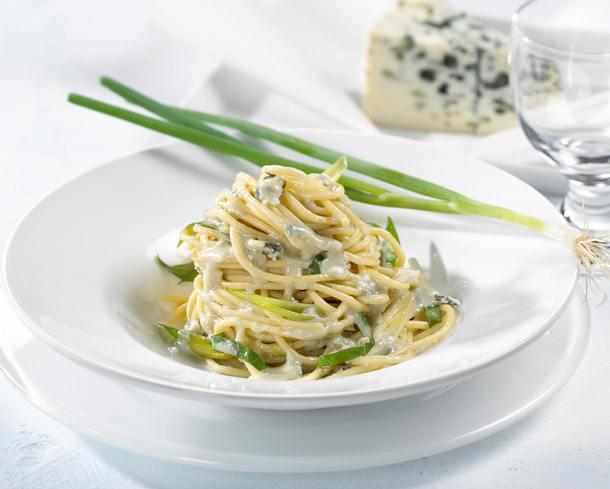Spaghetti mit Roquefort-Basilikumsoße Rezept