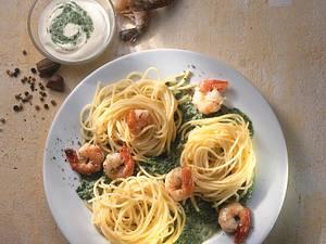 Spaghetti mit Spinatsoße und Garnelen Rezept