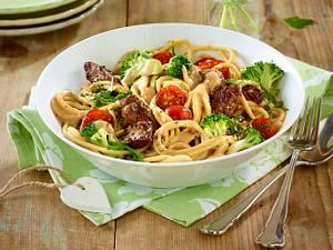 Spaghetti mit Steakstreifen, Brokkoli und Kirschtomaten Rezept