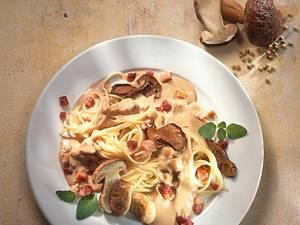 Spaghetti mit Steinpilz-Specksoße Rezept