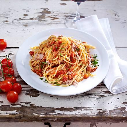 spaghetti mit thunfisch tomaten so e rezept. Black Bedroom Furniture Sets. Home Design Ideas