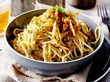 Spaghetti mit Zitronen-Kräuter-Bröseln Rezept