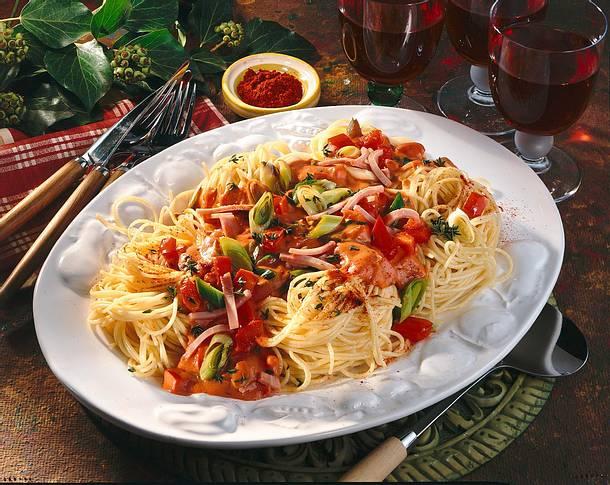 Spaghetti-Nester mit Gemüse-Soße Rezept