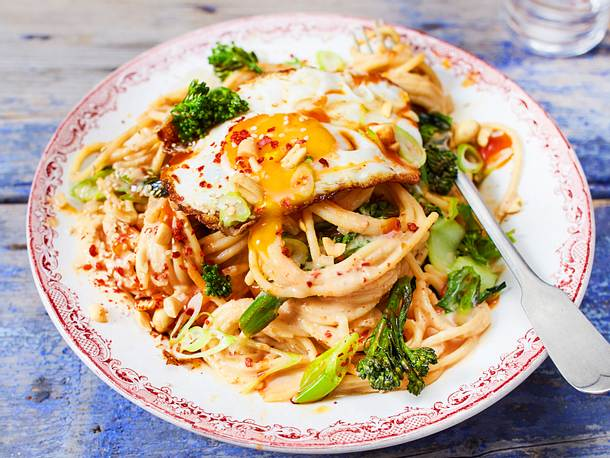 "Spaghetti ""Pad Thai"" mit Spiegelei Rezept"