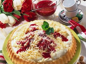 Spaghetti-Torte mit Himbeersoße Rezept