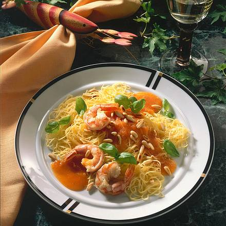 Spaghettini mit Tomaten-Möhren-Soße und Scampis Rezept