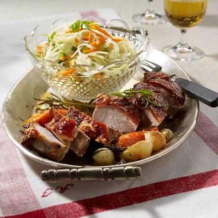 Spanferkelrücken mit Schmorgemüse und Krautsalat Rezept