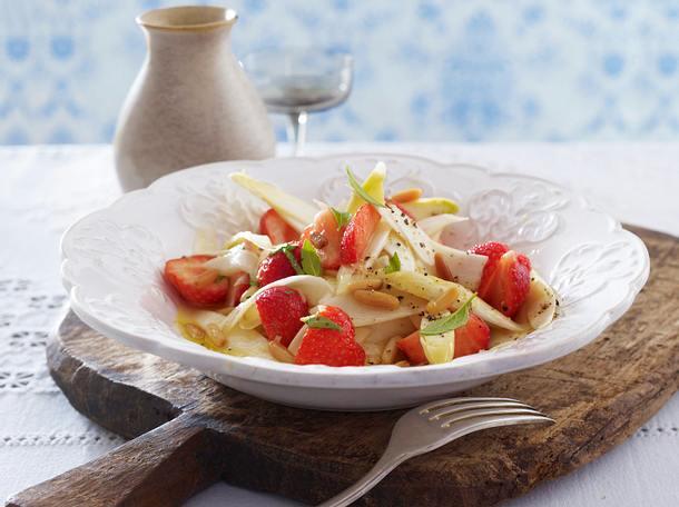 Spargel-Erdbeer-Salat mit Limetten-Dressing Rezept