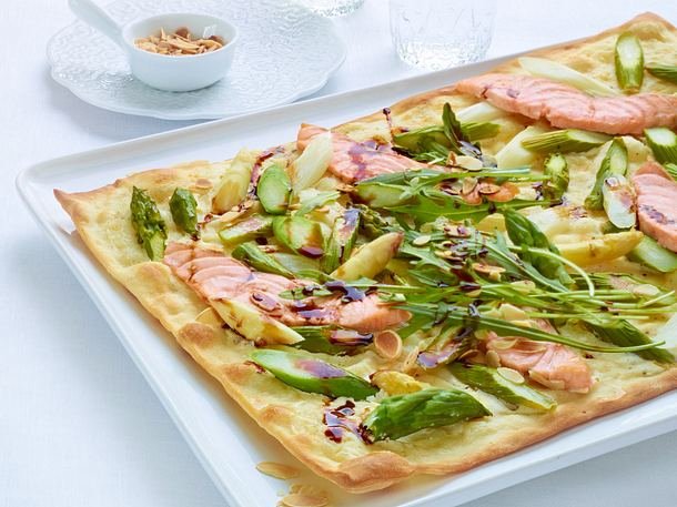 Spargel Flammkuchen Mit Crème Fraîche Und Lachs Rezept Lecker
