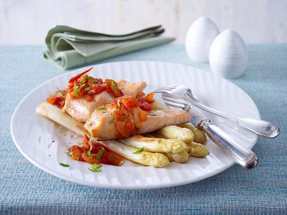 Spargel in Tomatensoße mit Lachsforelle (Trennkost; Eiweiß-Gruppe) Rezept