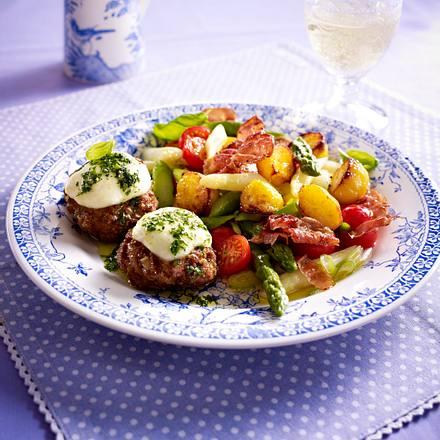 Spargel-Kartoffelsalat mit Frikadellen Rezept