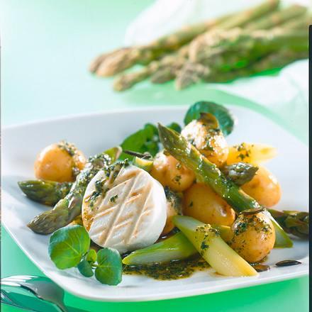 Spargel-Kartoffelsalat mit Kräuterpesto und Ziegenkäse Rezept