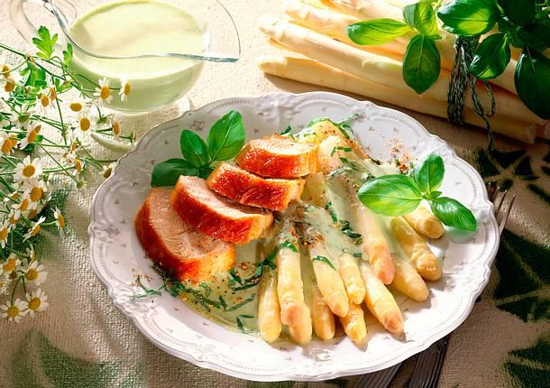 Spargel mit Basilikumsoße und Putenfilet Rezept