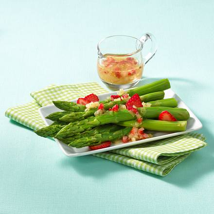 Spargel mit Erdbeer-Vinaigrette Rezept