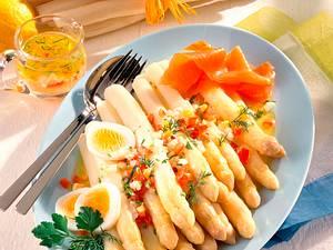 Spargel mit Tomaten-Ei-Vinaigrette & Lachs Rezept