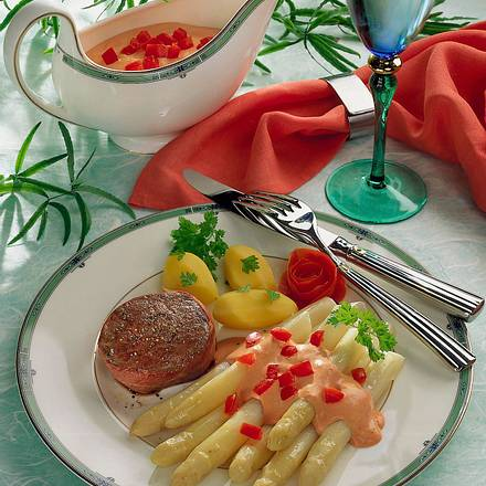 Spargel mit Tomaten- Hollandaise Rezept