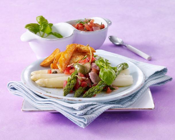 Spargel mit Tomatensalsa und Kartoffelspalten Rezept