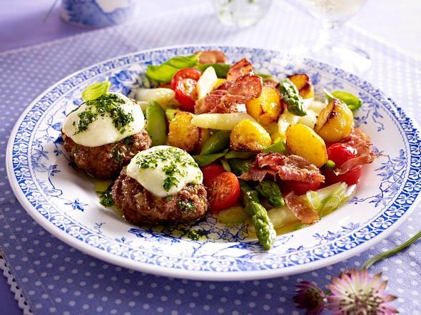 Spargel-Röstkartoffel-Salat zu Frikadellen Rezept