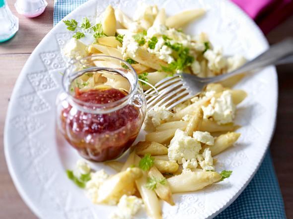 Spargel zu Schafskäse und Rhabarber-Chutney Rezept
