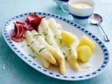 Spargelplatte mit Vanille-Hollandaise und Bärlauch-Sahne Rezept