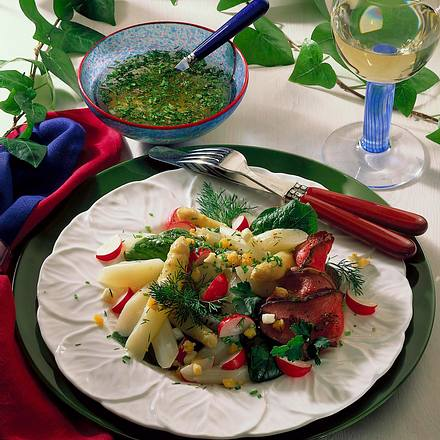Spargelsalat mit Eier-Kräuter-Vinaigrette Rezept