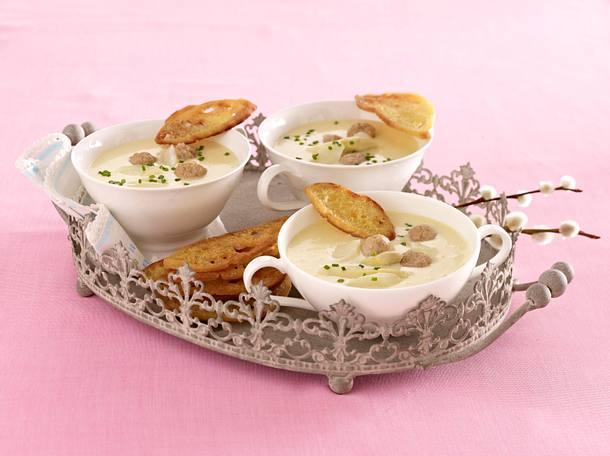 Spargelsuppe mit Kalbsklößchen & Chips Rezept