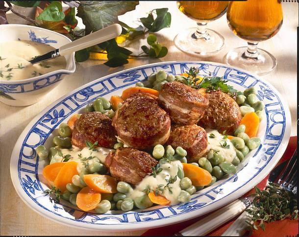 Speck-Frikadellen mit dicken Bohnen-Möhren-Gemüse Rezept