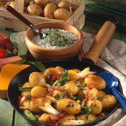 Speck-Kartoffeln mit Quark-Dip Rezept