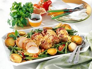 Speck-Krüstchen auf geschmorten grünen Bohnen zu Röstkartoffeln Rezept