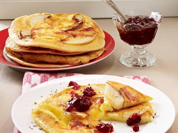 Speck-Pfannkuchen mit Camembert und Birnen Rezept