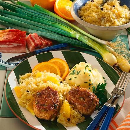 Speckfrikadellen mit Orangen-Sauerkraut Rezept