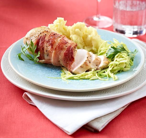 Speckhähnchen mit Kartoffelpüree und Krautsalat Rezept