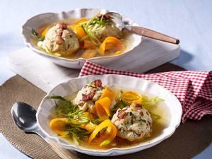 Speckknödel-Suppe Rezept