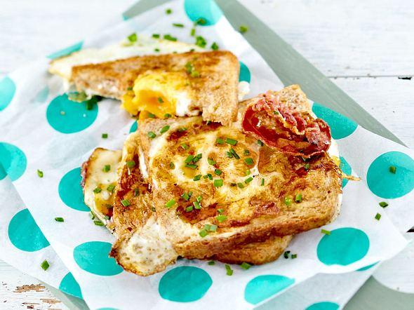 Spiegelei-Toast mit Bacon und Ahornsirup Rezept
