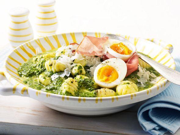 Spinat-Gnocchi mit Schinken und Ei Rezept