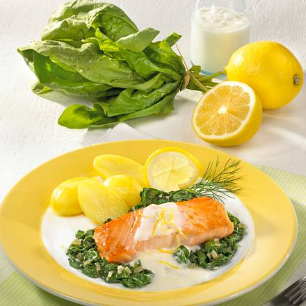 Spinat in Zitronen-Joghurt-Soße zu Lachsfilet Rezept