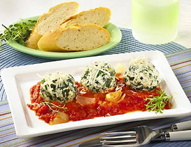 Spinat-Klößchen in Tomatensoße Rezept