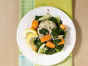 Spinat-Lachs-Ragout mit Frühlingszwiebeln Rezept