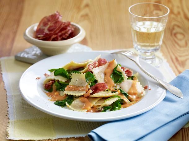 Spinat-Ravioli in Tomaten-Sahnesoße Rezept