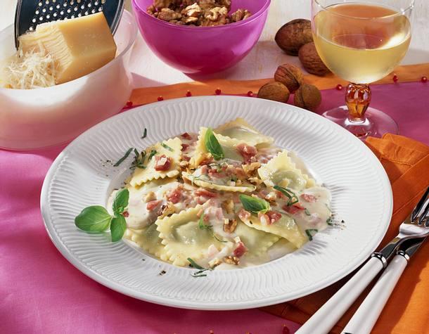 Spinat-Ravioli mit Käse-Schinken-Soße Rezept