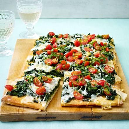 Spinat-Ziegenkäse-Pizza mit Tomaten-Salsa Rezept