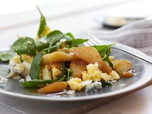 Spinatpolenta mit Gorgonzola und karamellisierten Birnenspalten Rezept