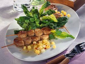 Spinatsalat mit Kartoffeldressing zu Filetspießen Rezept