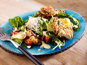 Spinatsalat mit Kartoffeln und Backhendl-Streifen Rezept