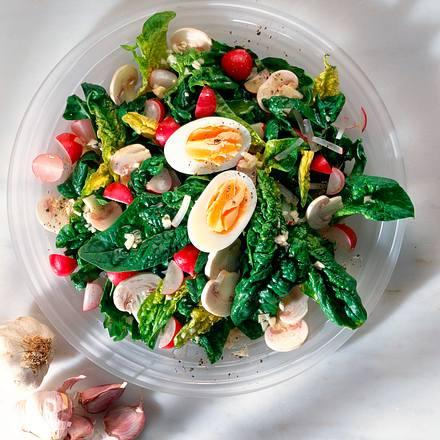 Spinatsalat mit Knoblauchvinaigrette Rezept